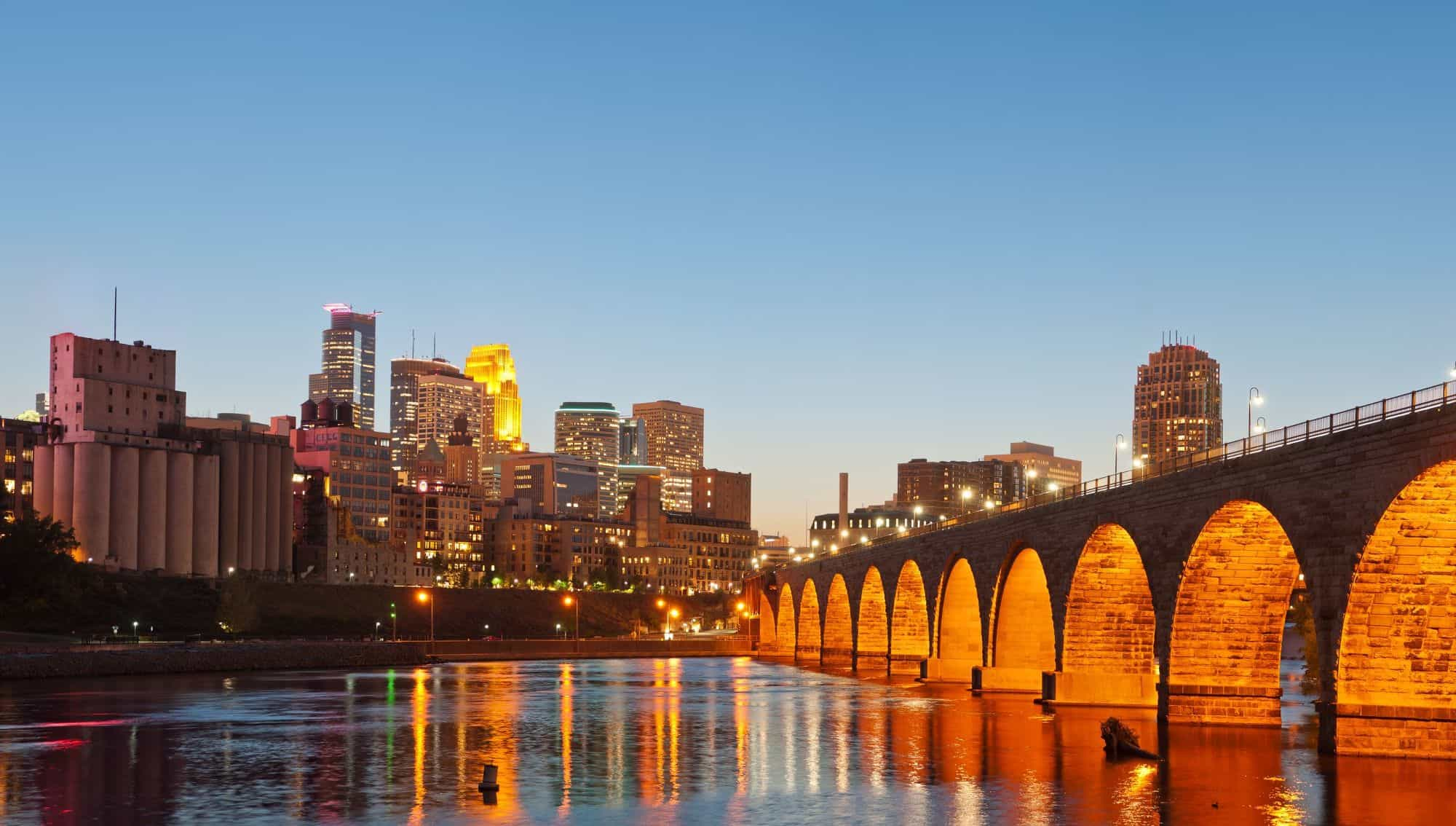 minneapolis-stone-arch-bridge-view
